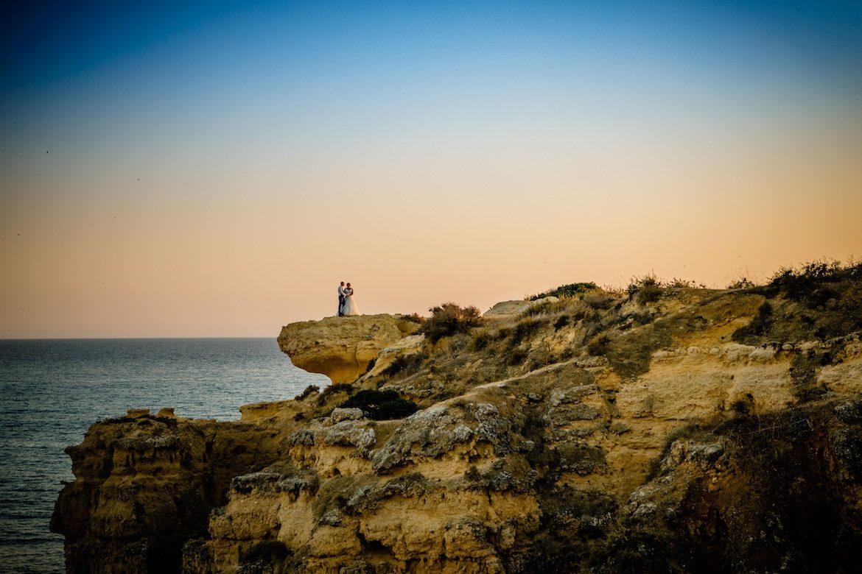 Bruidsfotograaf in het buitenland Portugal trouwreportage op het strand
