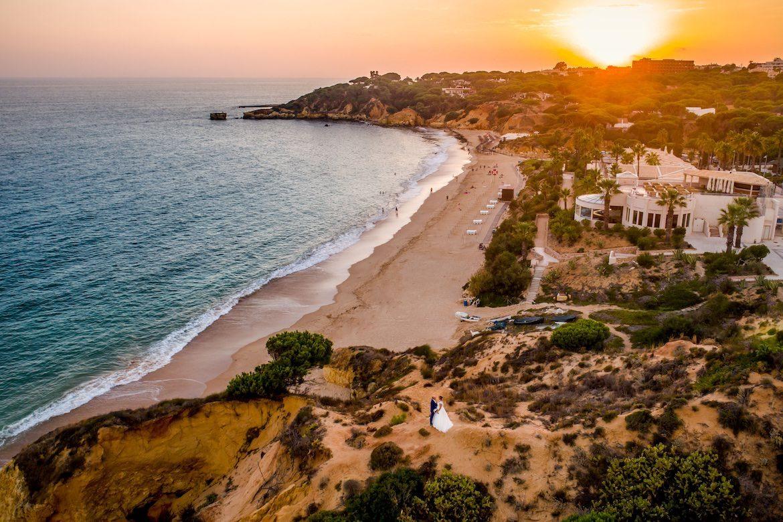 Bruidsfotograaf in het buitenland Portugal sunset strand