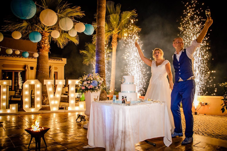 Bruidsfotograaf in het buitenland Portugal vuurwerk