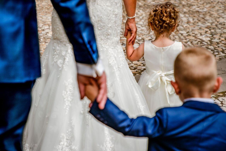 Bruidsfotografie Arno de Bruijn fotograaf bruiloft, mooi moment bruidspaar met de kinderen