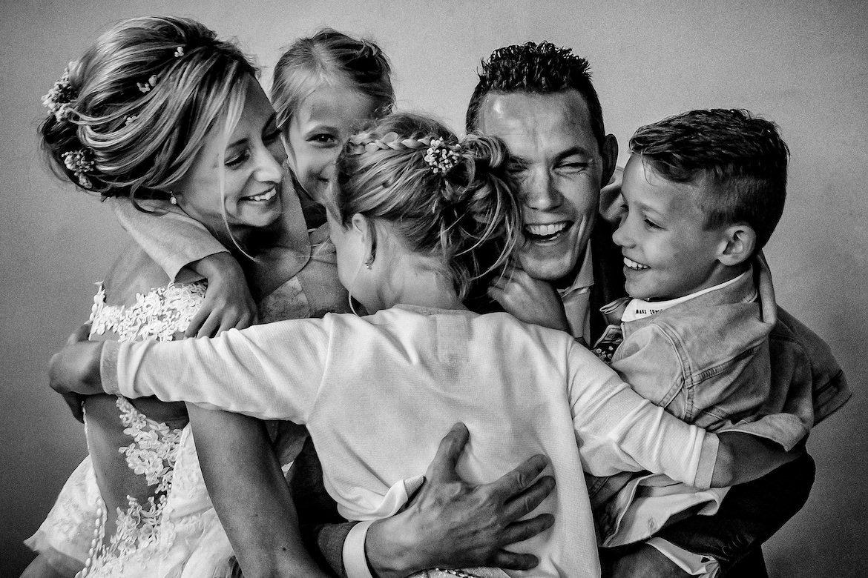 Bruidsfotografie Arno de Bruijn fotograaf bruiloft, mooi moment samen met de kinderen
