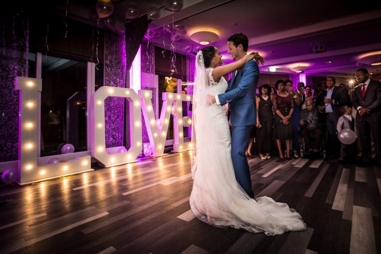 Bruidsfotografie Arno de Bruijn fotograaf bruiloft, openingsdans trouwfeest