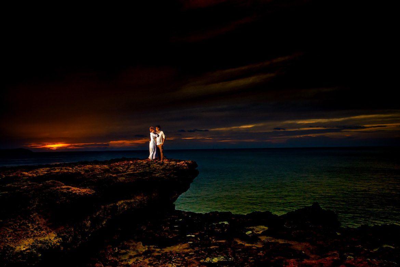 Bruidsfotograaf in het buitenland trouwreportage Ibiza strand suset
