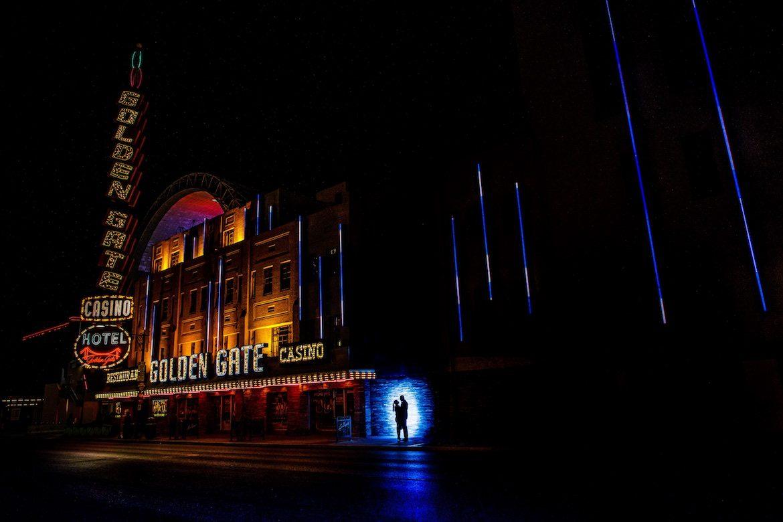 Bruidsfotograaf in het buitenland trouwreportage Las Vegas DownTown Neon