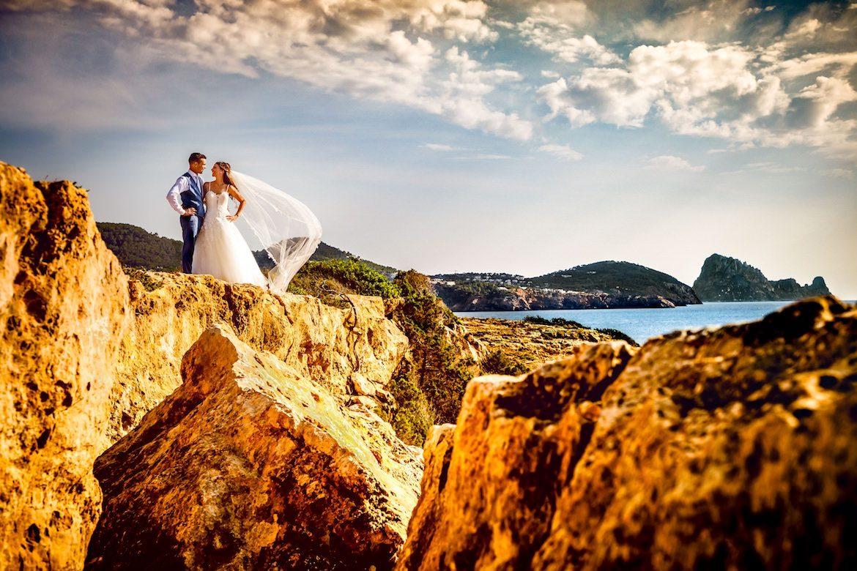 Bruidsfotograaf in het buitenland trouwreportage Ibiza strand sunset
