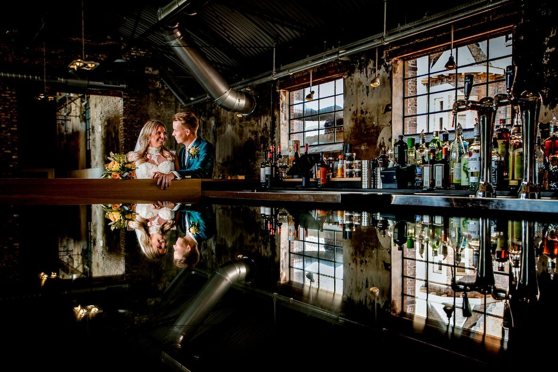 Trouwreportage in restaurant Bruidsfotografie Arno de Bruijn fotograaf bruiloft
